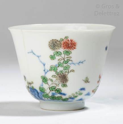 Chine, vers 1960 Petit sorbet en porcelaine et émaux de la famille rose, à déco