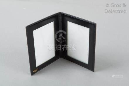 HERMES Paris Porte deux photos en box noir. Excellent état.