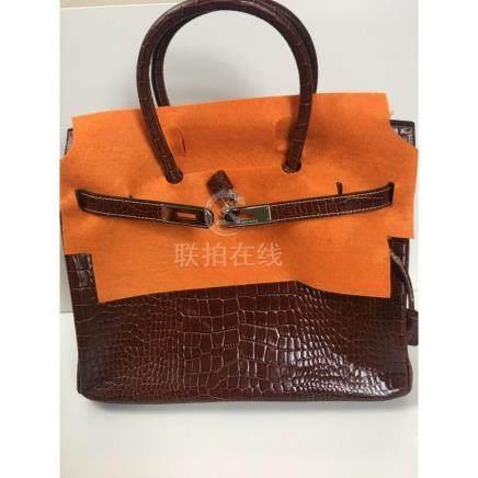 Hermès Ladies Bag. 100% Authentic, comes w/ Box & Bag