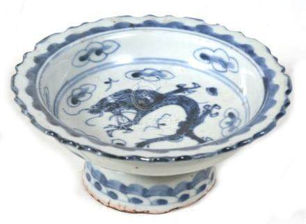 A Chinese blue & white footed bowl decorated with a dragon amongst clouds, 12.5cms (5ins) diameter.