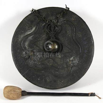 Chinese bronze gong decorated in relief three dragons, 45cm (17.75 ins) diameter