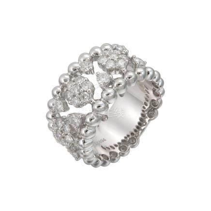 18k White Gold and Diamonds Ring