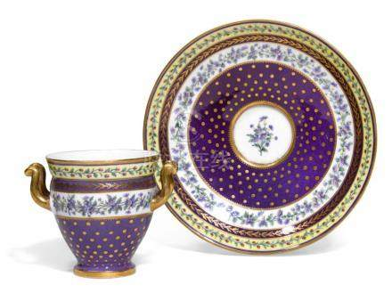 A SEVRES PORCELAIN TWO-HANDLE CUP AND STAND (GOBLET ETRUSQUE