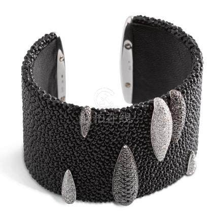Important open cuff bracelet galuchat and diamond