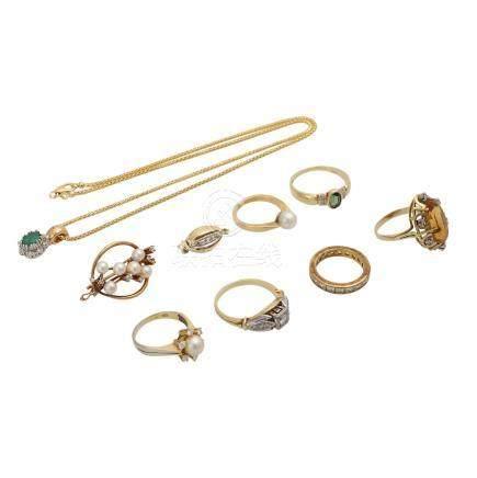 Schmuckkonvolut 9-teilig,Händlerkonvolut bestehend aus 6 Ringen, 1 Anhänger mit Kette, 1 Schließe