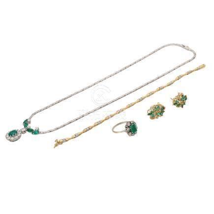 Schmuckkonvolut 4-teilig,Händlerkonvolut bestehend aus 1 Ring, 1 Collier, 1 Armband und 1 Paar