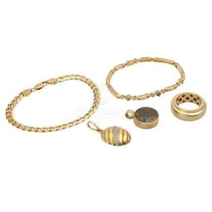 Schmuckkonvolut 5-teilig,Händlerkonvolut bestehend aus 1 Ring, 2 Armbändern und 2 Anhängern, GG 18K,