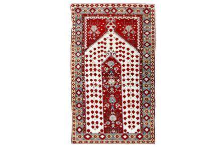 A FINE ANTIQUE AGRA PRAYER RUG, NORTH INDIA approx: 6ft.10in