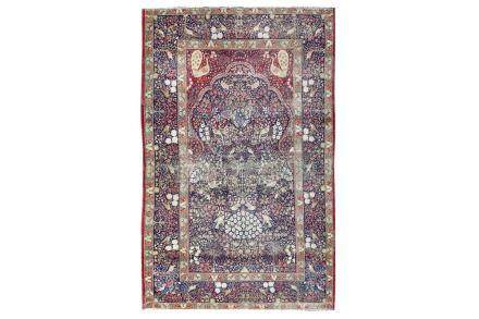 A FINE ANTIQUE KIRMAN LAVER PRAYER RUG, SOUTH PERSIA approx: