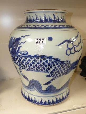 A LARGE CHINESE BLUE AND WHITE DRAGON DECORATED VASE, 44CM HIGH