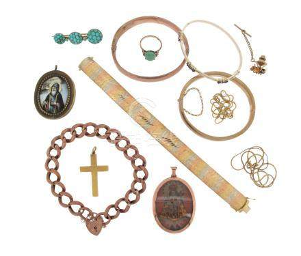A mixed group of jewellery, including a three-colour gold strap bracelet, a gold curb-link bracelet,