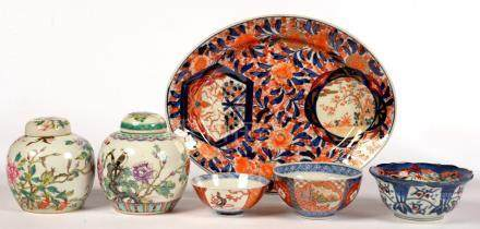 AN OVAL JAPANESE IMARI DISH, 34CM L, EARLY 20TH C, THREE JAPANESE IMARI BOWLS, 19TH / 20TH C AND TWO