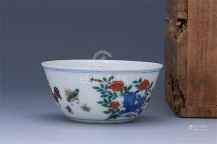 CHINESE PORCELAIN BLUE AND WHITE DOUCAI CHICKEN CUP