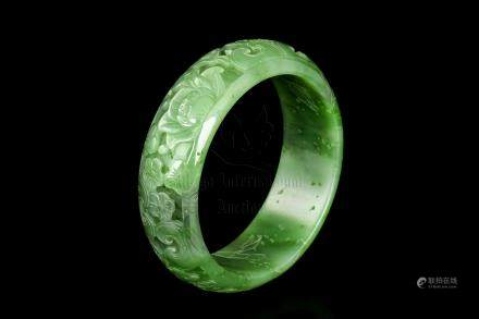 HETIAN NEPHRITE JADE CARVED 'FLOWERS' BANGLE