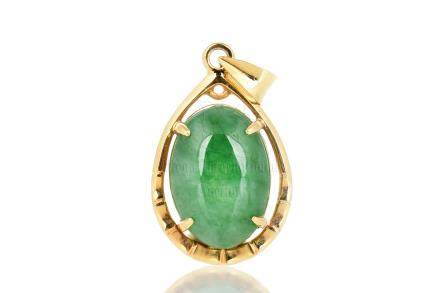 JADEITE PENDANT WITH 18K YELLOW GOLD
