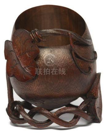 竹鏤雕瓜果筆筒