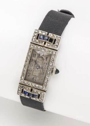 Montre de dame en or gris 18 carats (750 millièmes), le boîtier rectangulaire à