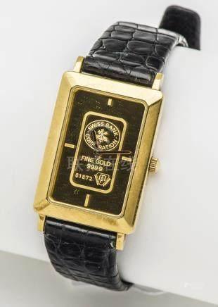 Montre en or jaune 18 carats (750 millièmes), le boîtier rectangulaire à fond c