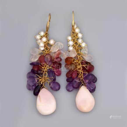Paire de boucles d'oreilles en vermeil 925, serties  de   petites perles de cul