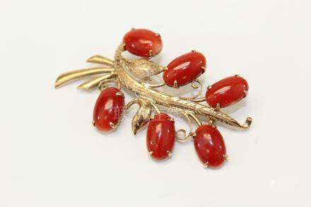 18 K gold red coral brooch.