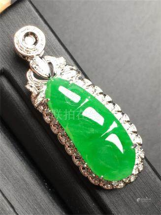 18K WHITE GOLD DIAMOND NATURAL JADEITE BEAN PENDANT