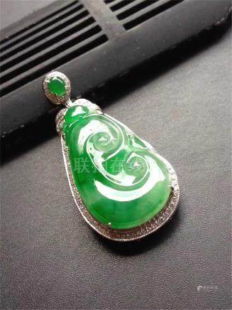 18K WHITE GOLD DIAMOND NATURAL JADEITE RUYI PENDANT