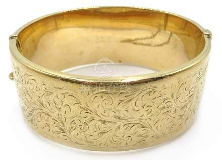 9ct gold hinged bangle, engraved leaf design approx