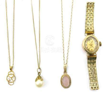 Three 9ct gold pendant necklaces 7.2gm gross and a