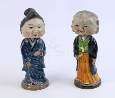 CHINE. Couple en grès et biscuit émaillé, les têtes mobiles. Vers 1900. H_18.5