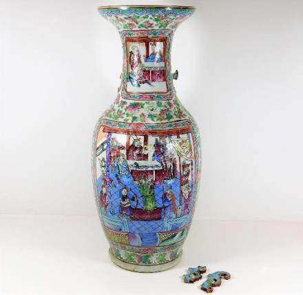 A large well decorated 19thC. Cantonese Chinese fl