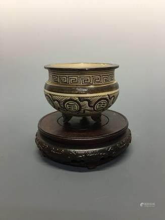 Chinese Cizhou Kiln Tripod Brush Pot