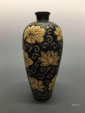 Chinese Cizhou Ware 'Lotus' Vase