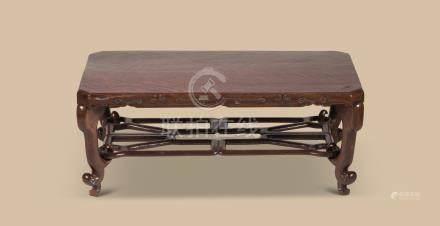 清代(1644-1911) 龙眼木云纹长方台
