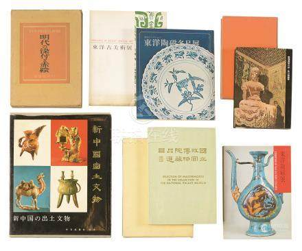 《敦煌美术之旅》《新中国出土文物》等书箱九册