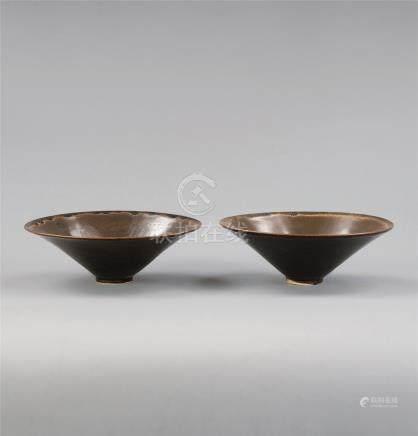 宋代(960-1279) 定窑褐釉茶盏 (一对)