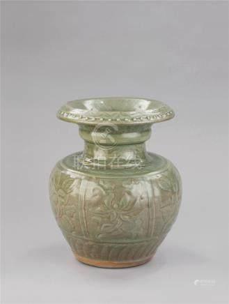 明代(1368-1644) 龙泉窑刻花卉纹石榴尊