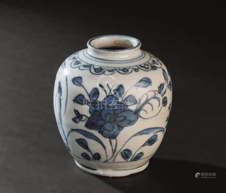 明代(1368-1644) 青花花卉纹罐