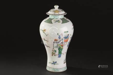 清代(1644-1911) 五彩仕女纹盖瓶