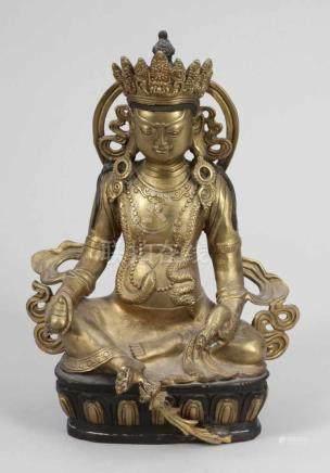 Buddha mit RatteNepal. Bronze. Teilw. schwarze bemalt. H. 28 cm. Sitzende Darstellung mit Ratte