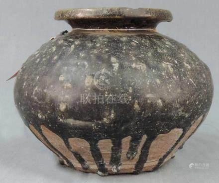 Vorratsbehälter. Steingut. Schwarze Glasur. Zentralasien? Antik?25 cm Durchmesser. 19 cm hoch.