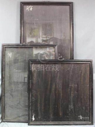 3 alte Rahmen. China. Holz ebonisiert. Messingaufhänger.Außenmaße: 132 cm x 92,5 cm. 131 cm x 99,5