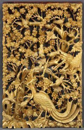 Holzpaneel. Geschnitzt. Goldfarben. Vogeldekor. China alt.64 cm x 39,5 cm.Wood panel. Carved. Gold