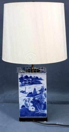Vase als Lampe, Elektrifiziert, China alt.25 cm x 15 cm die Vase. 65 cm Höhe mit Schirm.Vase as a