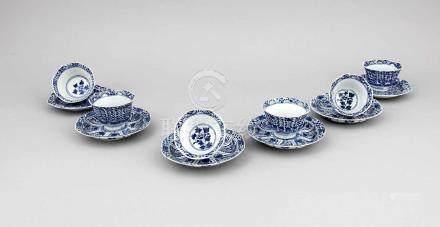 Sechs Blau-Weiß Koppchen mit UT, China, 19./frühes 20. Jh., Porzellan mitunterglasurblauer Bemalung,