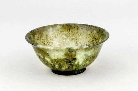 Kleine Jade/Nephrit-Schale, China, Ende 19./Anfang 20. Jh., von Spinatgrün bisseladonfarben,