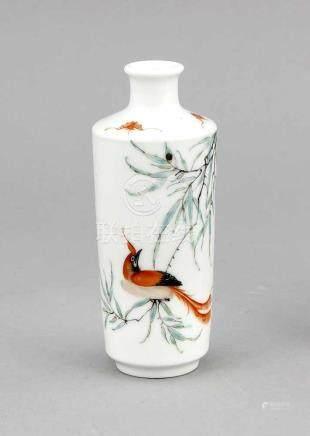 Kleine zylindrische Vase, China, Mitte 20. Jh., leicht konischer Korpus, kurzer Hals mitetwas