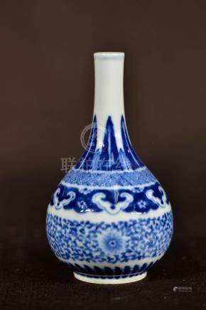 Chinese Blue White Porcelain Vase - Floral Vines