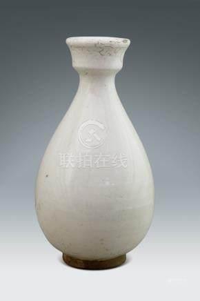 明  白釉玉壺春瓶