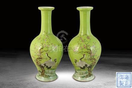 清末  綠地琺瑯彩雙鶴紋瓶一對