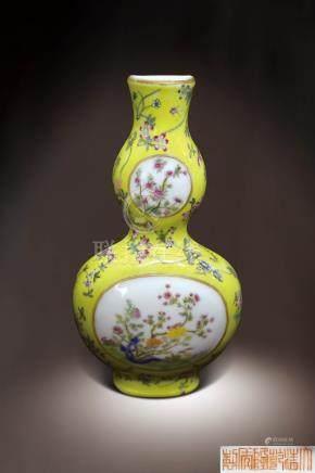 清乾隆  黃釉粉彩開光花卉紋轎瓶